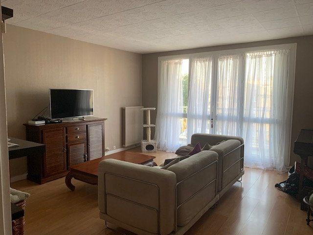 Appartement à louer 3 68.6m2 à Corbeil-Essonnes vignette-2