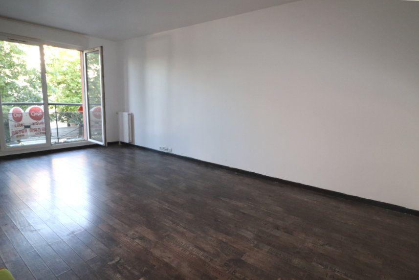 Appartement à louer 3 61.15m2 à Moissy-Cramayel vignette-5