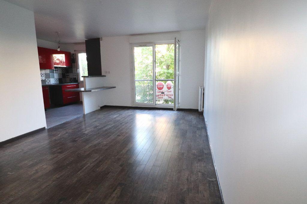 Appartement à louer 3 61.15m2 à Moissy-Cramayel vignette-6