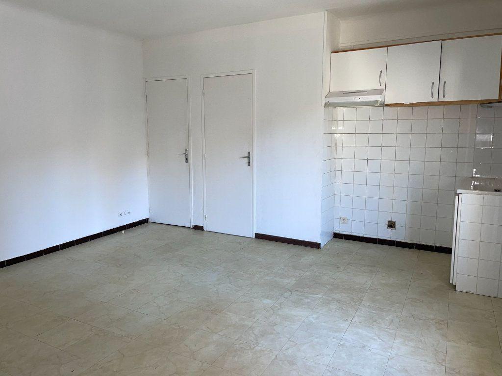 Appartement à louer 2 46m2 à Barbentane vignette-1