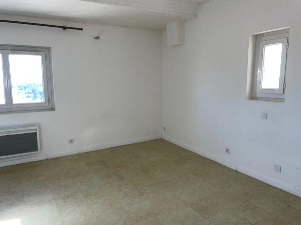 Appartement à louer 2 46m2 à Barbentane vignette-3
