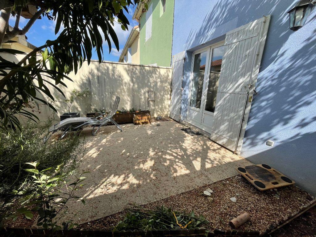 Maison à louer 3 65m2 à Châteaurenard vignette-2