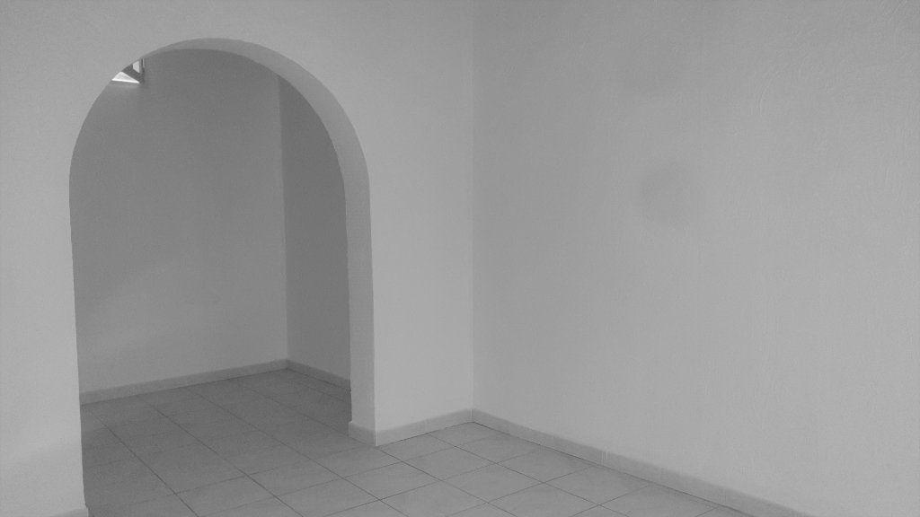 Maison à louer 5 121m2 à Graveson vignette-4