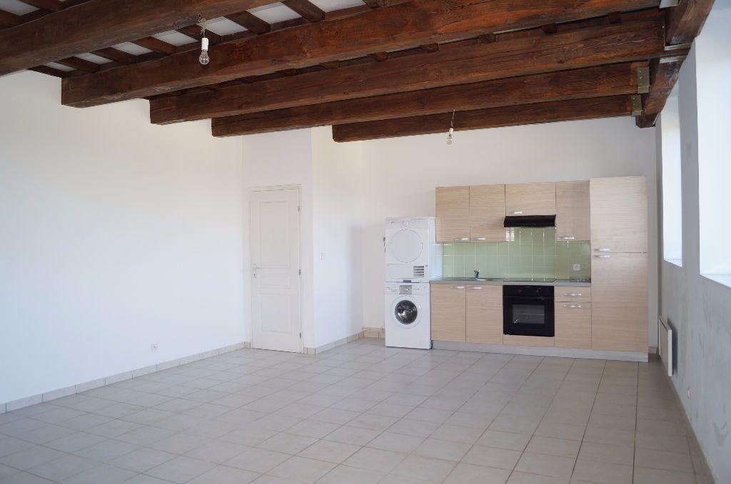 Appartement à louer 3 64m2 à Cheval-Blanc vignette-1
