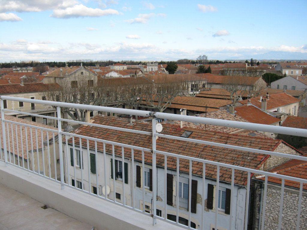 Appartement à louer 3 45m2 à Châteaurenard vignette-2
