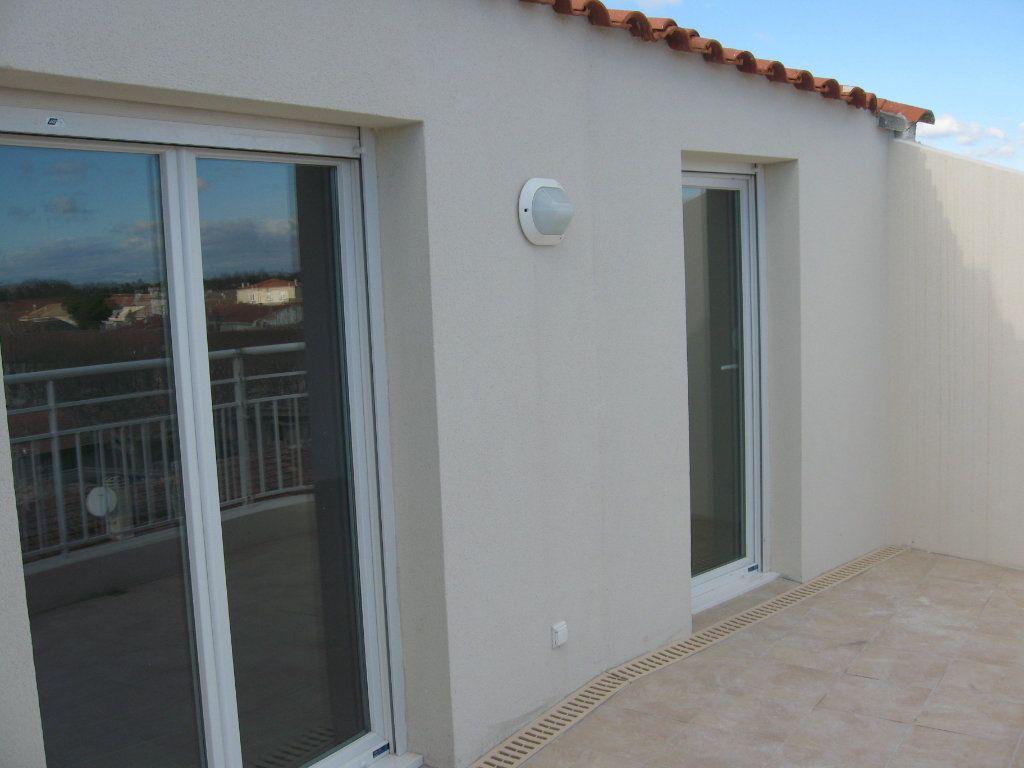 Appartement à louer 3 45m2 à Châteaurenard vignette-3