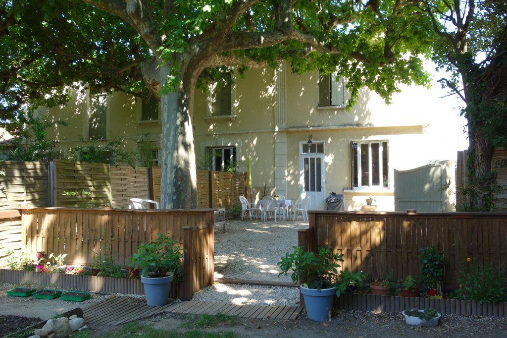Maison à louer 3 80m2 à Châteaurenard vignette-1