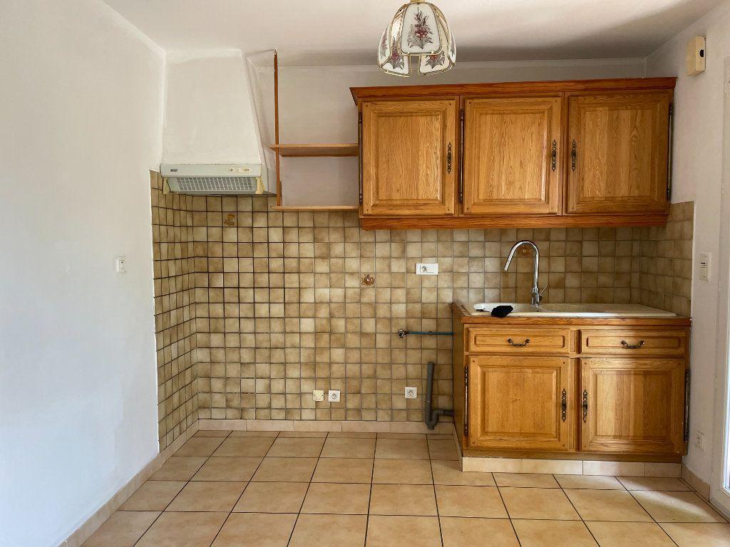 Maison à louer 3 70m2 à Rognonas vignette-1