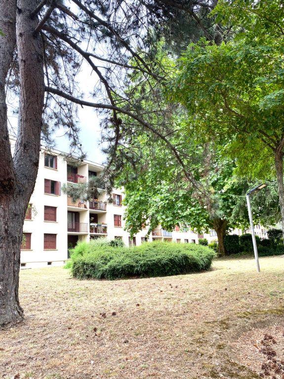 Appartement à vendre 4 91.8m2 à Garges-lès-Gonesse vignette-1