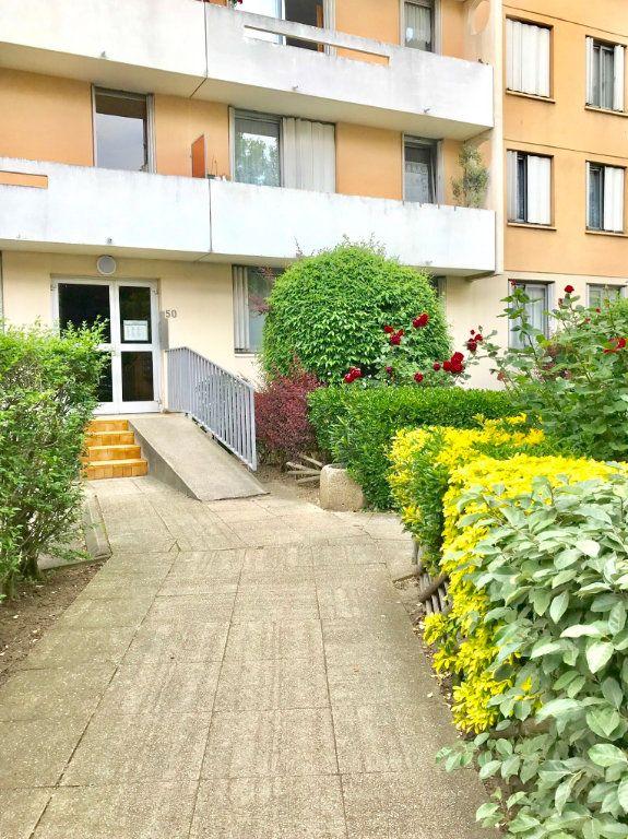 Appartement à vendre 3 65.96m2 à Stains vignette-1