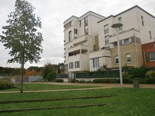 Appartement à vendre 3 70.1m2 à Stains vignette-1