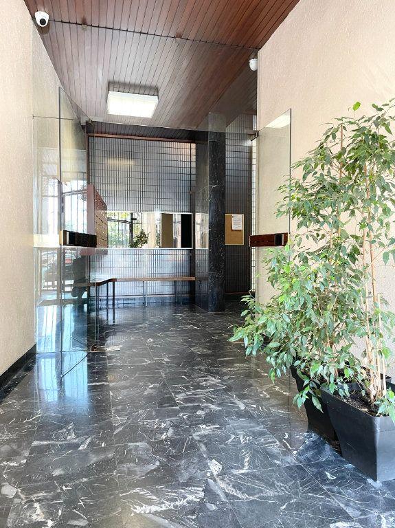 Appartement à vendre 3 74.6m2 à Aubervilliers vignette-2