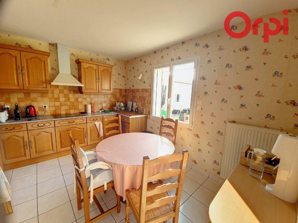 Maison à vendre 8 160m2 à Talmont-Saint-Hilaire vignette-5