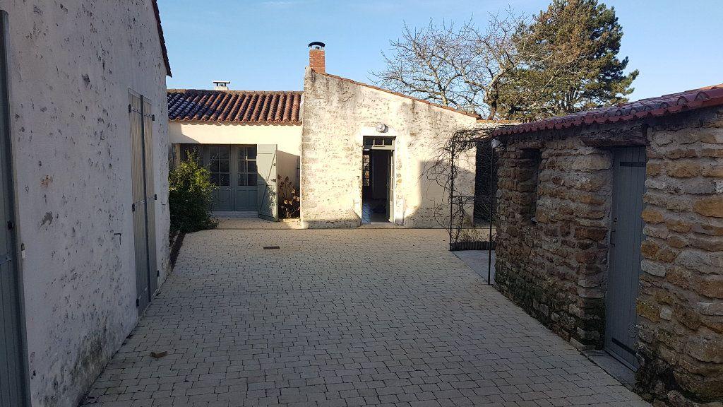 Maison à vendre 5 114m2 à Talmont-Saint-Hilaire vignette-5