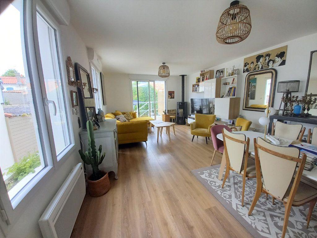 Maison à vendre 5 135m2 à Les Sables-d'Olonne vignette-2