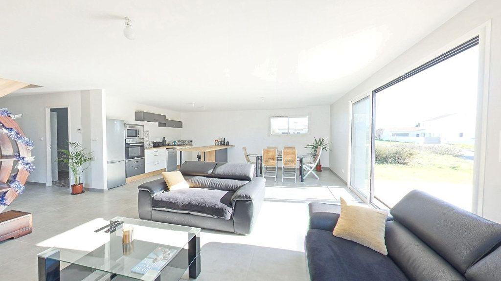 Maison à vendre 6 150m2 à Talmont-Saint-Hilaire vignette-3