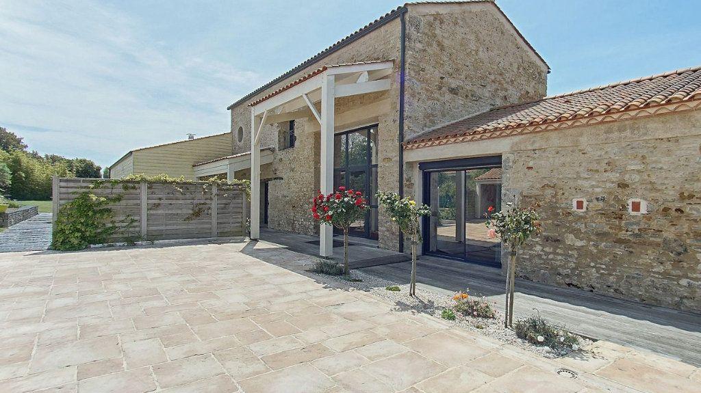 Maison à vendre 10 453m2 à Talmont-Saint-Hilaire vignette-1