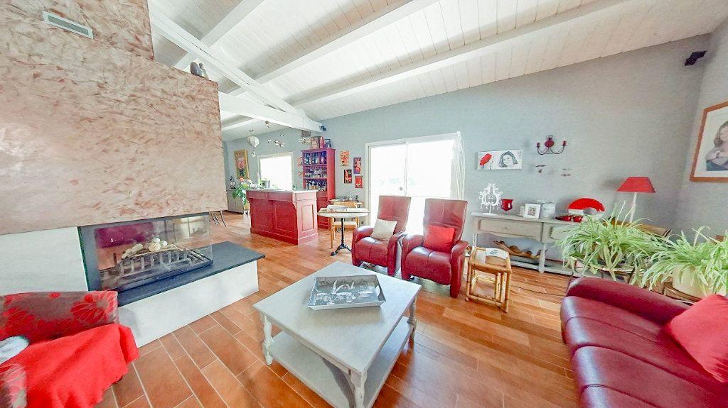 Maison à vendre 10 453m2 à Talmont-Saint-Hilaire vignette-2