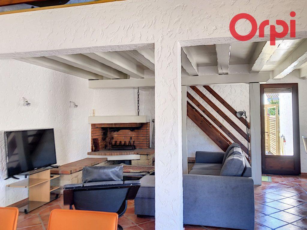 Maison à vendre 5 107m2 à Talmont-Saint-Hilaire vignette-3
