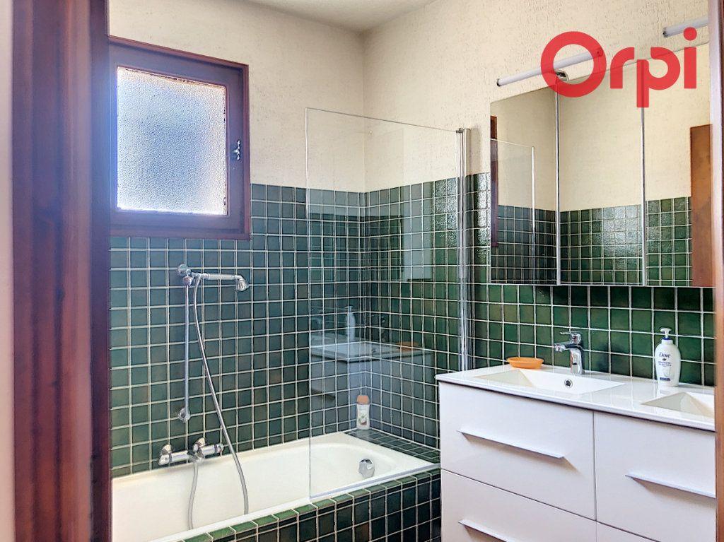 Maison à vendre 5 107m2 à Talmont-Saint-Hilaire vignette-5