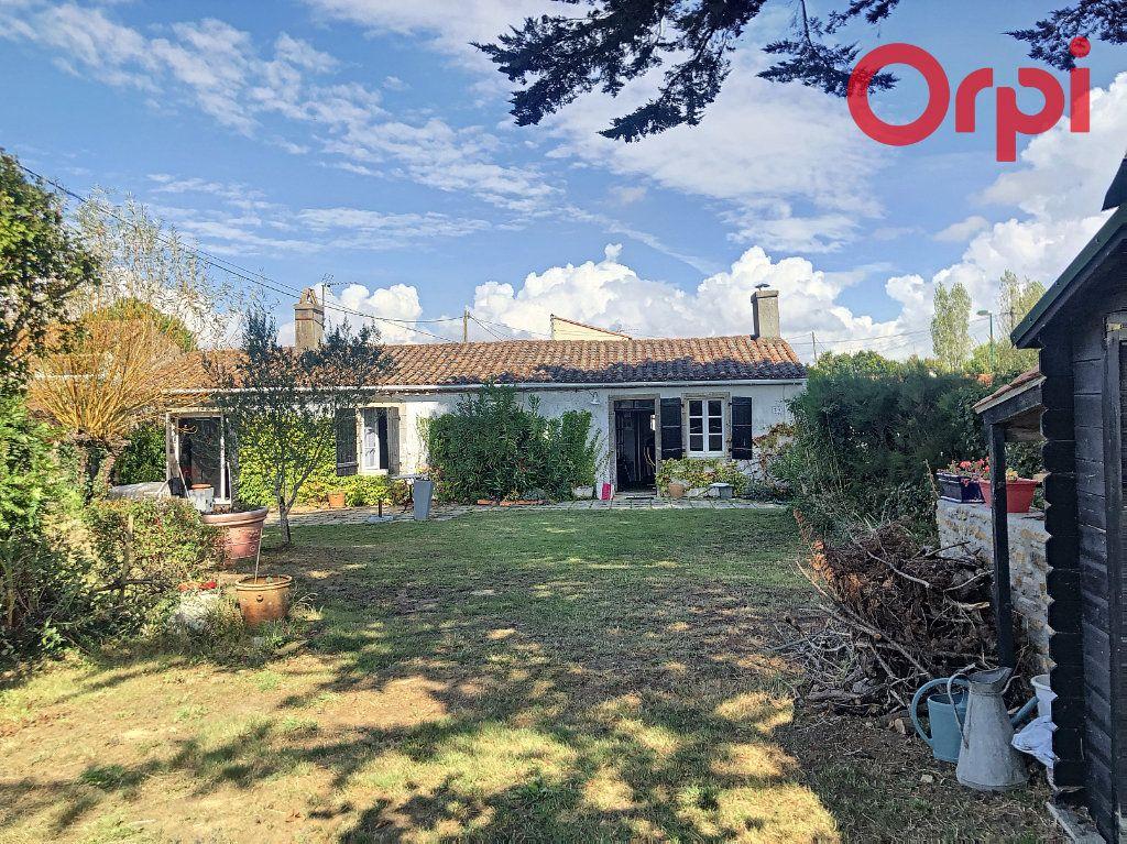 Maison à vendre 5 120m2 à Talmont-Saint-Hilaire vignette-2