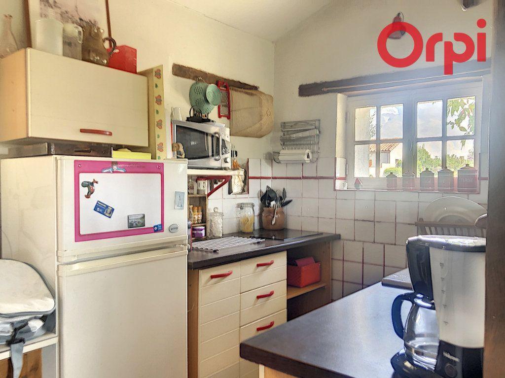 Maison à vendre 5 120m2 à Talmont-Saint-Hilaire vignette-5