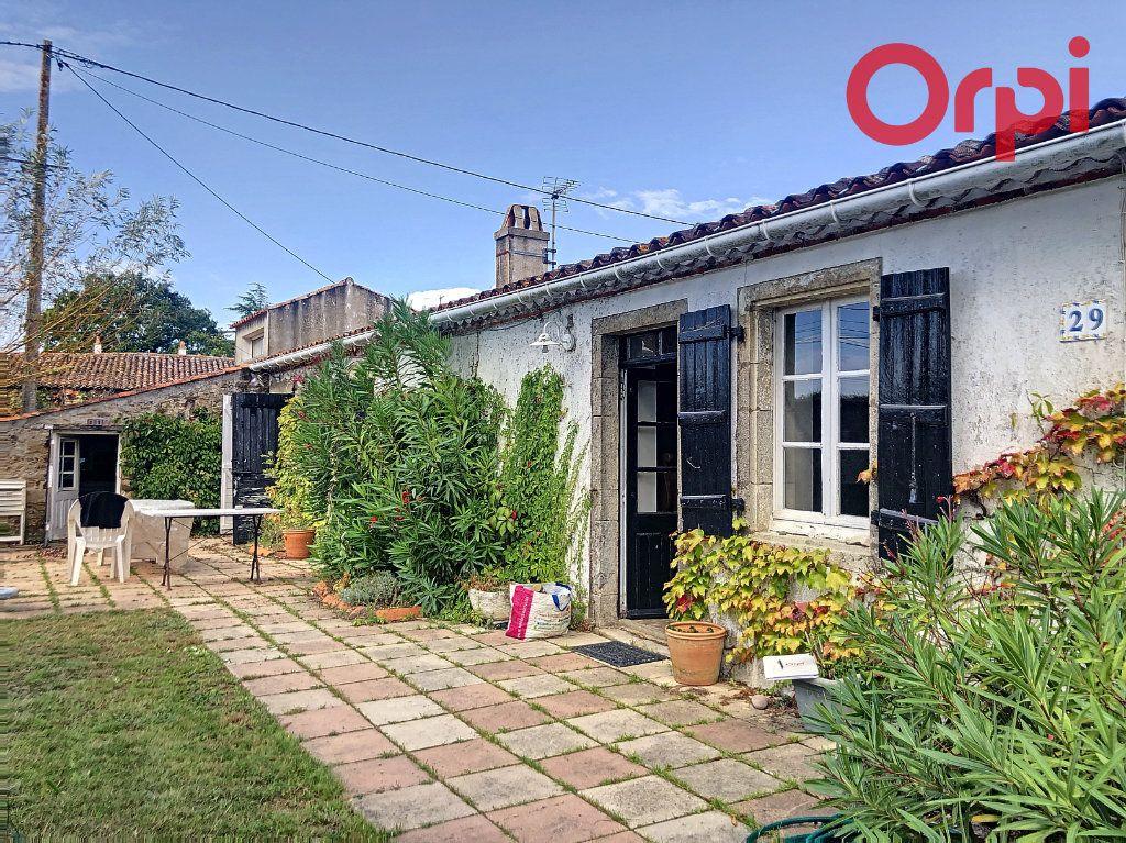 Maison à vendre 5 120m2 à Talmont-Saint-Hilaire vignette-11