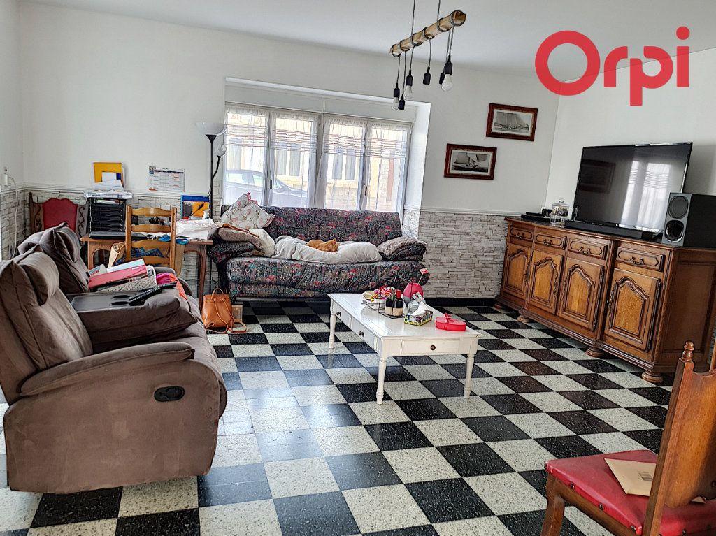 Maison à vendre 7 195m2 à Avrillé vignette-1