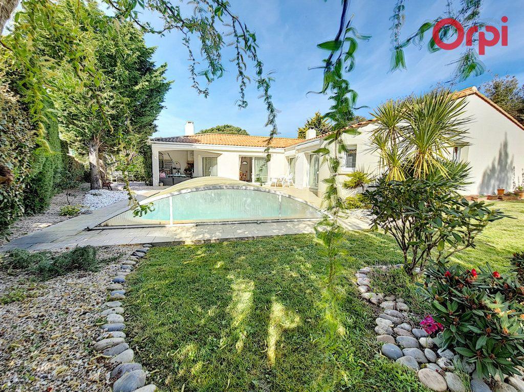 Maison à vendre 6 131m2 à Talmont-Saint-Hilaire vignette-1