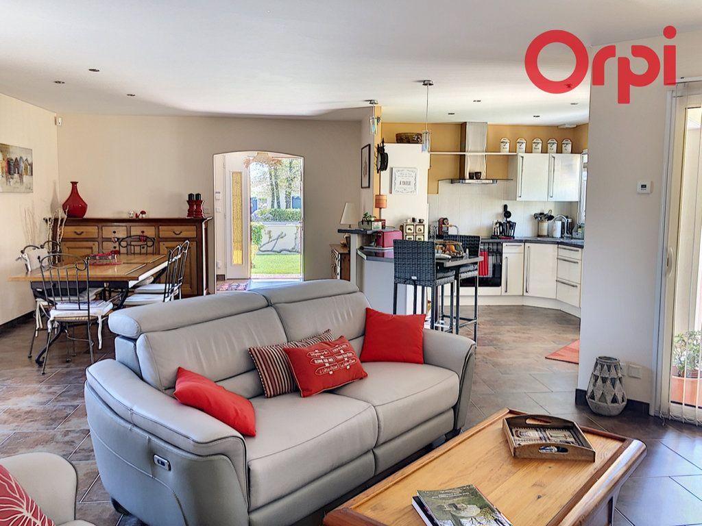 Maison à vendre 6 130m2 à Talmont-Saint-Hilaire vignette-1