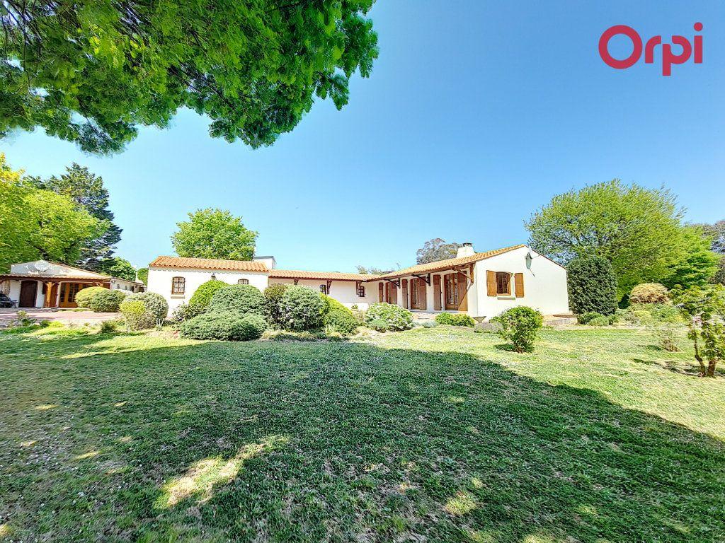 Maison à vendre 7 172m2 à Talmont-Saint-Hilaire vignette-1