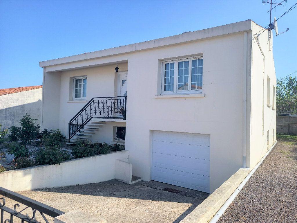 Maison à vendre 6 118m2 à Château-d'Olonne vignette-1