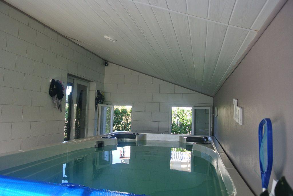 Maison à vendre 5 110m2 à Talmont-Saint-Hilaire vignette-6