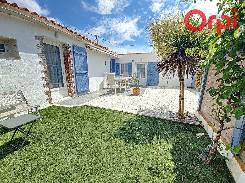 Maison à vendre 3 61m2 à Talmont-Saint-Hilaire vignette-1
