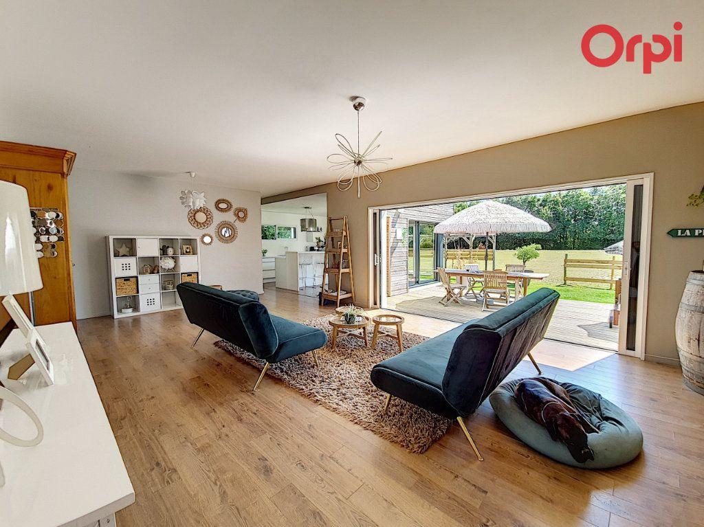 Maison à vendre 8 166.5m2 à Talmont-Saint-Hilaire vignette-1
