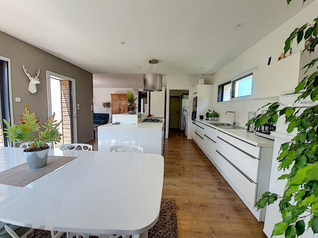 Maison à vendre 8 166.5m2 à Talmont-Saint-Hilaire vignette-2