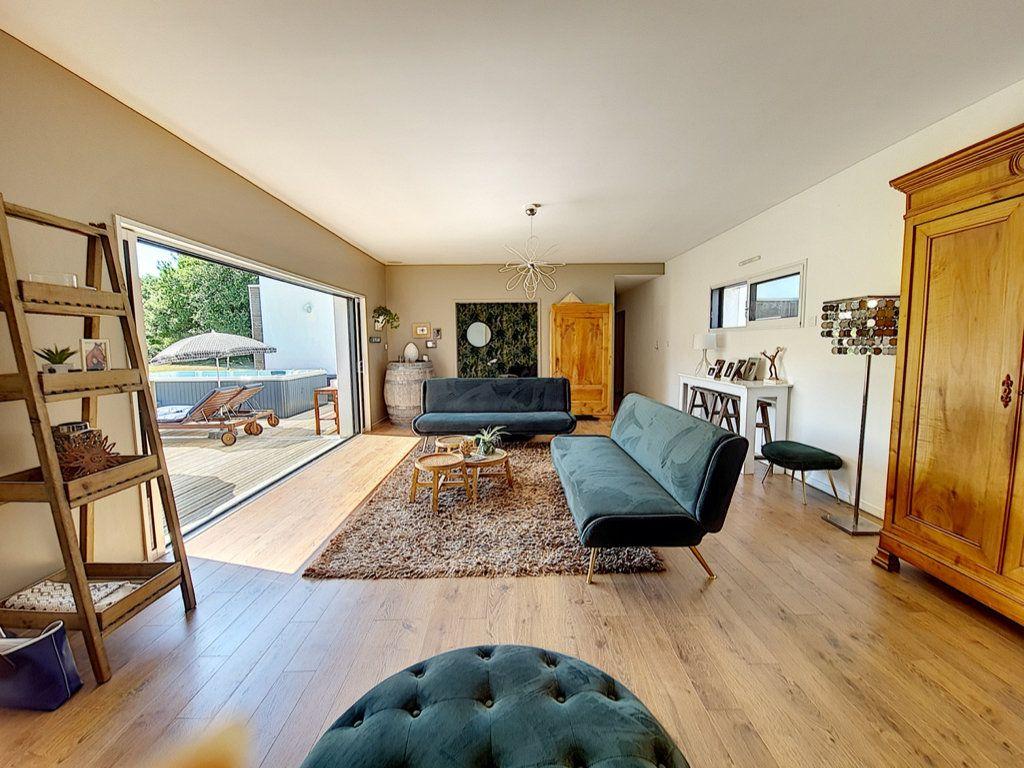Maison à vendre 8 166.5m2 à Talmont-Saint-Hilaire vignette-3