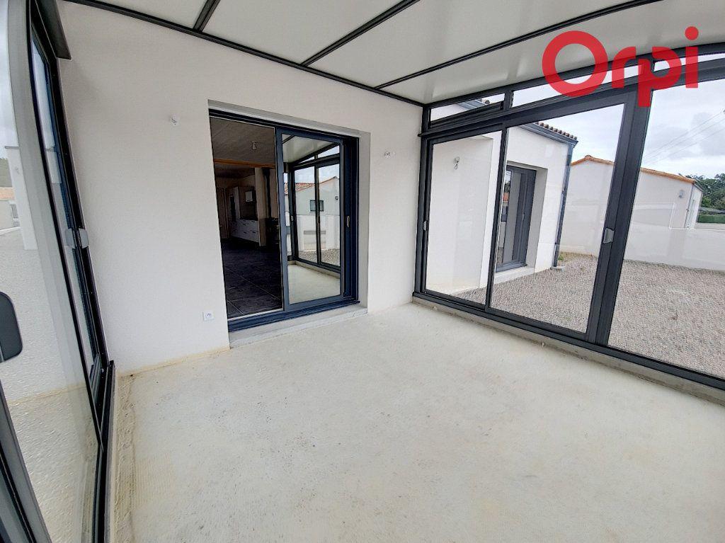 Maison à vendre 5 141m2 à Talmont-Saint-Hilaire vignette-2
