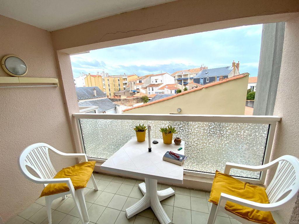 Appartement à vendre 2 38m2 à Les Sables-d'Olonne vignette-1