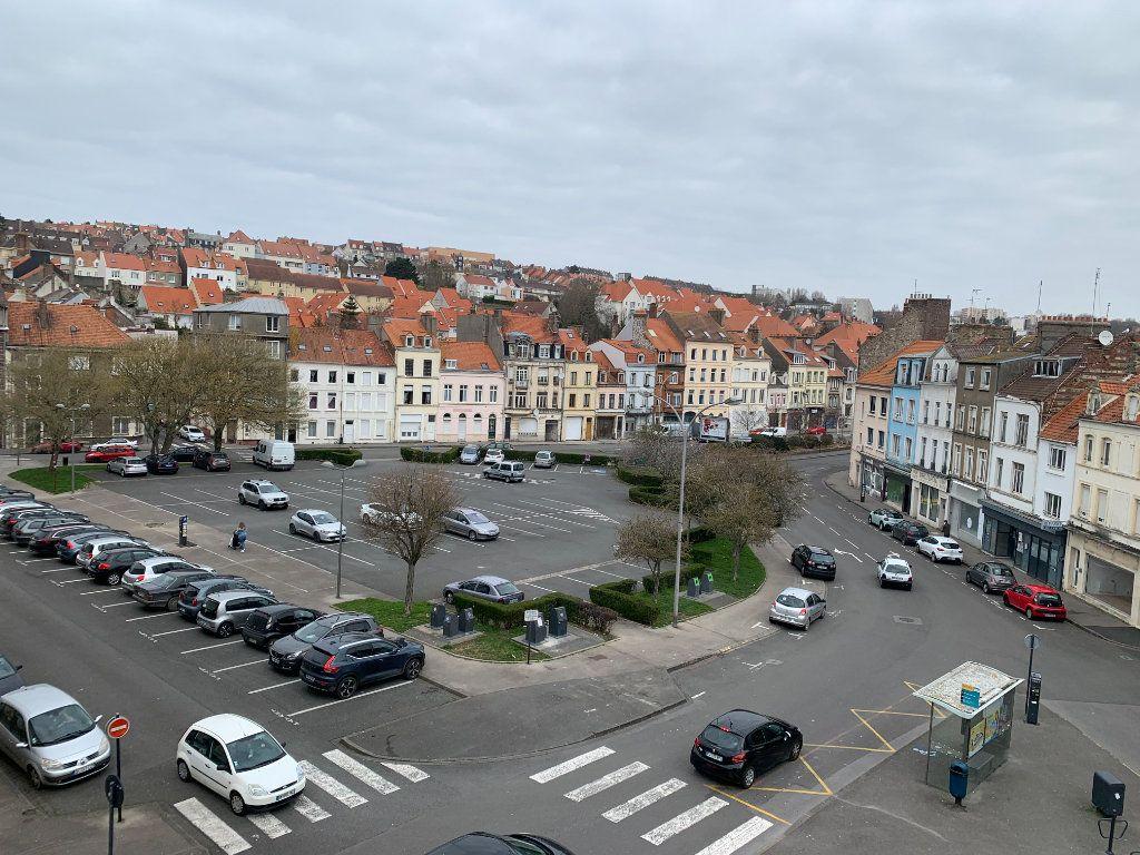 Immeuble à vendre 0 320m2 à Boulogne-sur-Mer vignette-1