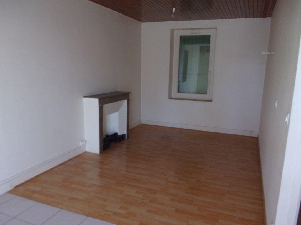 Appartement à vendre 4 82.74m2 à Limony vignette-2