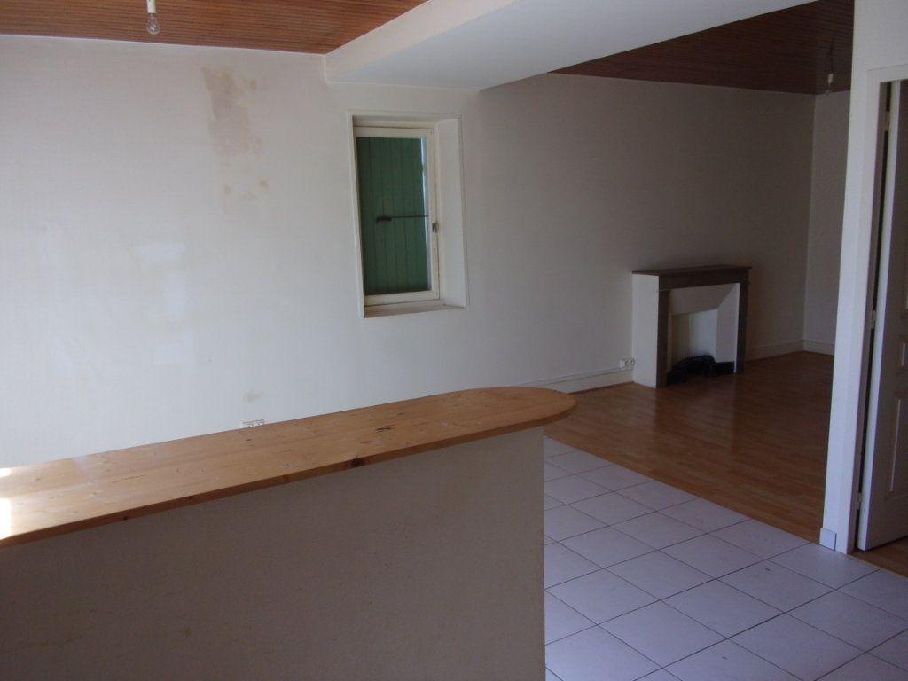 Appartement à vendre 4 82.74m2 à Limony vignette-3
