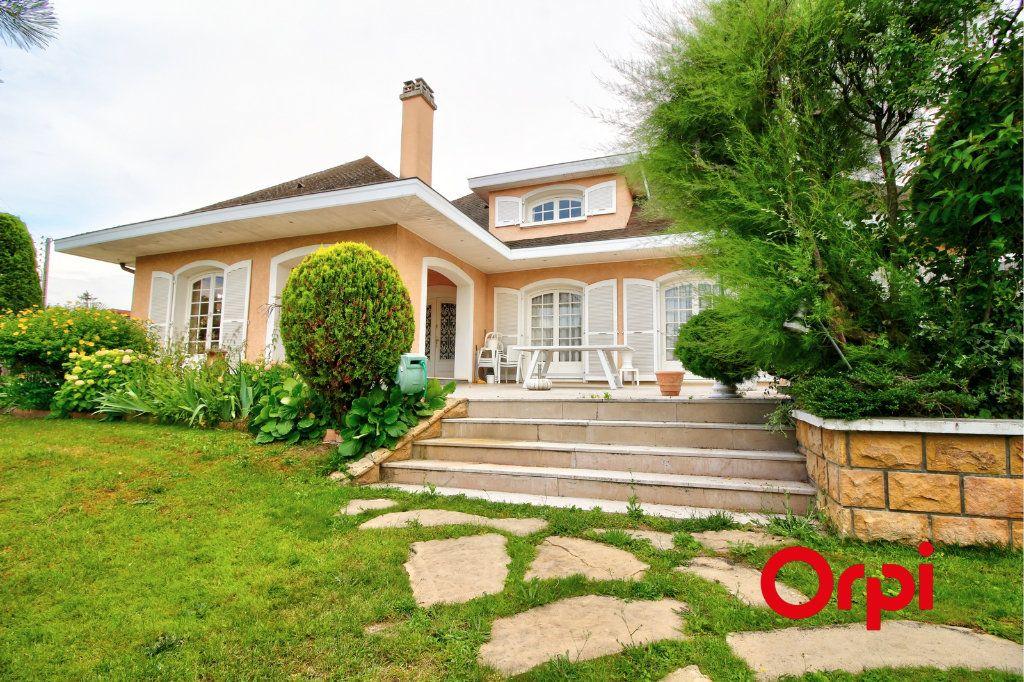 Maison à vendre 8 307.63m2 à Meyzieu vignette-3