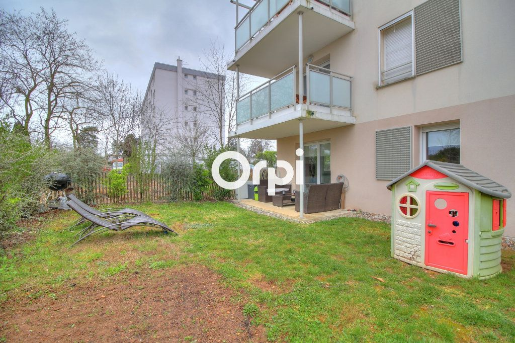Appartement à vendre 3 60.27m2 à Meyzieu vignette-1