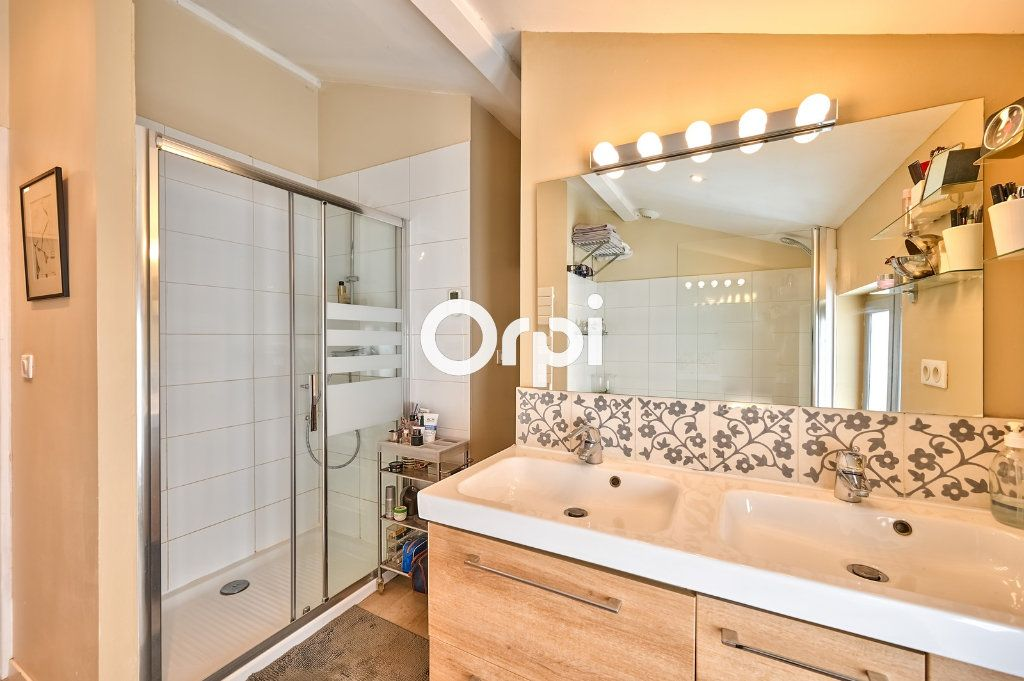 Appartement à vendre 4 122m2 à Lyon 4 vignette-9