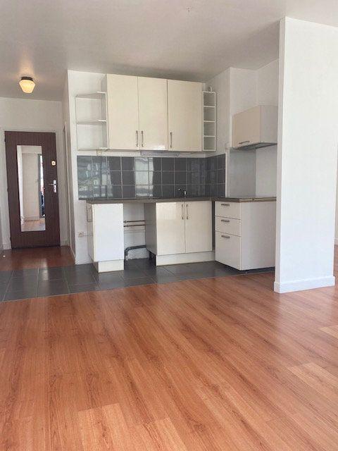 Appartement à louer 2 31m2 à Boulogne-Billancourt vignette-3