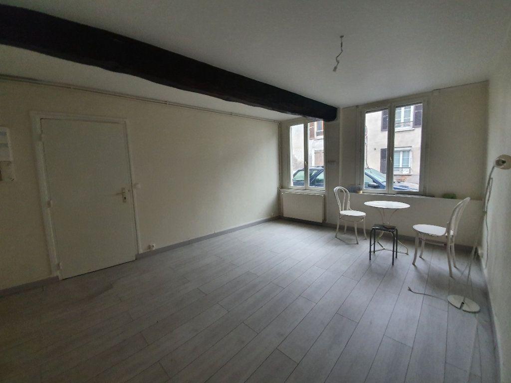 Appartement à louer 2 36m2 à Moret-sur-Loing vignette-1