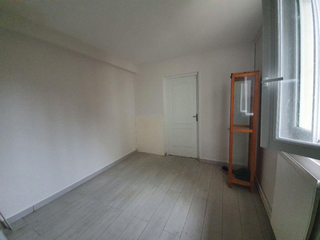 Appartement à louer 2 36m2 à Moret-sur-Loing vignette-3