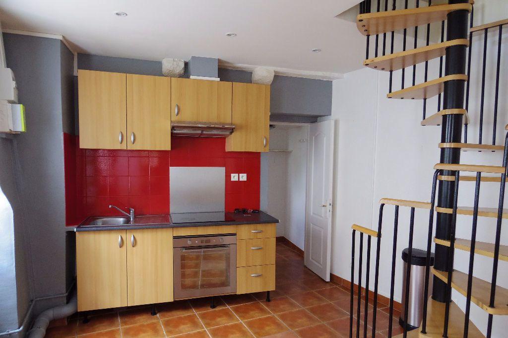Maison à louer 4 60m2 à Dormelles vignette-1