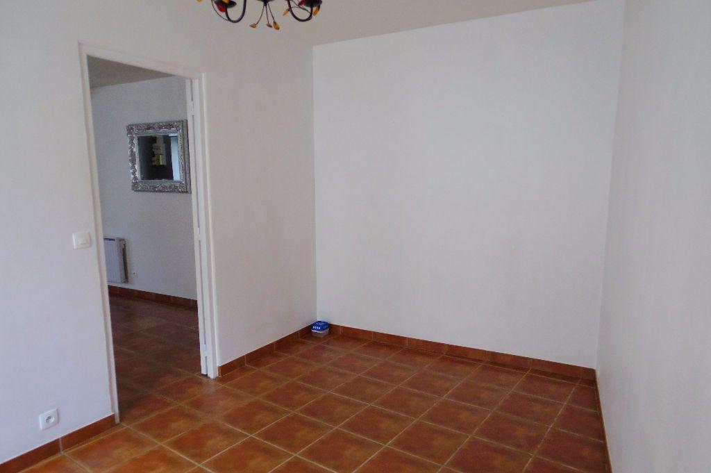Maison à louer 4 60m2 à Dormelles vignette-3